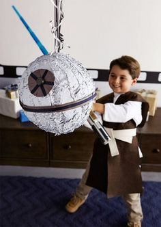 DIY Birthday Star Wars Tous les tips pour une fête Star Wars by Moma Star Wars Party, Birthday Star Wars, Theme Star Wars, Diy Birthday, Birthday Cakes, Birthday Ideas, Star Wars Kids, Lego Star Wars, Star Wars