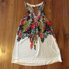 American eagle tunic tank AE flowered tunic with cute back. Like new. American Eagle Outfitters Tops Tank Tops