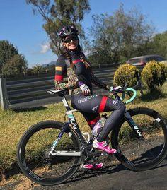 "381 mentions J'aime, 1 commentaires - Inspirations For Cycling Women (@women_on_bikes) sur Instagram: ""#Repost @andrealeontri ・・・ Me estaba volviendo loca, casi un mes sin salir a rodar pero termine!!…"""