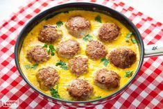 Duża patelnia pysznych pulpetów w sosie serowym na obiad dla całej rodziny sprawi, że w domu będą wynosić cię pod kuchenne niebiosa. To dobry dzień, żeby wypróbować nasz przepis. Składniki: 800 gramów mięsa mielonego z indyka (może być też wołowina lub wieprzowina, ale indyk zdrowszy), 2 jajka, 2 kopiaste łyżki bułki tartej, trzy cebule, 200 … Cheddar, Food And Drink, Cooking, Ethnic Recipes, Blog, Diet, Cucina, Cheddar Cheese, Kochen