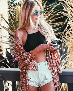Wish I was brave enough to do bear my midriff for this look! | The Salty Blonde with our Inkase Tropical Print iPhone Case