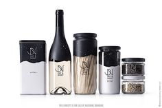 Transparente Flaschen und Becher zeigen einem unmissverständlich und gnadenlos Leere an, wenn das Lieblingsgetränk ausgetrunken ist. Schön ist es, wenn Verpackungsdesigner mit einer tollen Optik dafür sorgen, dass der Schmerz darüber nicht allzu lange anhä