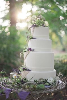 rustic wedding cake http://www.weddingchicks.com/2013/10/14/tea-party-wedding-ideas/