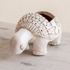 Busy White Ceramic Turtle Flower Pot from El Salvador - Busy White Turtle Clay Art Projects, Ceramics Projects, Clay Crafts, Ceramics Ideas, Pottery Animals, Ceramic Animals, Ceramic Art, Pottery Sculpture, Pottery Art