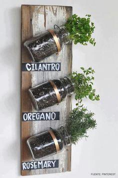 ¡Construye tu propio huerto en casa! http://www.seguimossiendolasmismas.es/con-mil-planes/mi-pequeno-huerto/