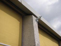 Controllo motorizzato per la protezione delle tende in caso di forti raffiche di vento.