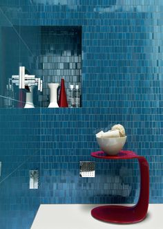 Blue is a rich and elegant color that is widely used in interior design. Blue tiles are very popular for decorating kitchens and bathrooms. Best Bathroom Tiles, Bathroom Colors, Bathroom Flooring, Colorful Bathroom, Shower Bathroom, Kitchen Tiles, Large Bathrooms, Amazing Bathrooms, Tile Looks Like Wood