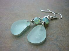 Loving these Sea Glass Earrings Seashell Jewelry, Sea Glass Jewelry, Glass Earrings, Jewelry Art, Beaded Jewelry, Jewelry Design, Jewellery, Boho Earrings, Aqua Blue