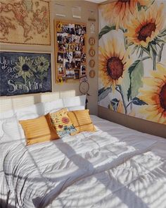 Having a unique dorm room is exciting and excellent.We collected 30 cosy dorm room decor ideas, and these Having a unique dorm room is exciting and excellent.We collected 30 cosy dorm room decor ideas, and these will give you new inspiration. Cute Room Ideas, Cute Room Decor, Yellow Room Decor, Yellow Rooms, Wall Decor, Yellow Walls, Sunflower Room, Cool Dorm Rooms, Aesthetic Room Decor