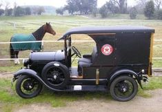 Classic Old Car Pictures. Is It Classic Cars or Vintage Cars? Old Vintage Cars, Antique Cars, Vintage Art, Vintage Items, Car Pictures, Photos, Bmw Classic Cars, Suv Cars, Vintage Bicycles