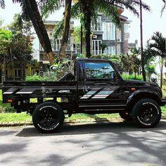 Suzuki samurai pick up Landi Jeep, Monster Truck Bed, Cool Truck Accessories, Jimny Sierra, Jimny Suzuki, The Last Samurai, Pink Truck, Veteran Car, 4x4 Off Road