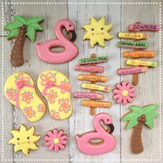 Today Francis and her sister are celebrating their birthdays. Francis won these cookies when I reached 2000 likes on my facebookpage. #curacao #curacaocookies #flipflops #slippers #floatingflamingo #floatingflamingocookies #palmtreecookies #sunshine #sunshinecookies #leiden #koekjesleiden #roosbakt #gedecoreerdekoekjes #royalicingcookies #beachsign #beachsigncookies