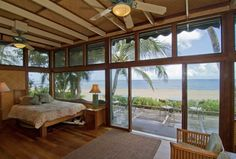 Hawaii may be the land of luxury hotels, but nothing beach an oceanfront condo where you can kick back with all the comforts of home. Here are five of our favorite ocean front spots to stay in the Hawaiian islands. Best Oceanfront AirBNBs in Hawaii Beach Cottage Style, Beach Cottage Decor, Cozy Cottage, Beach House, Cottage Ideas, Beachfront Rentals, Plantation Style Homes, Surf Shack, Beach Road