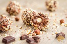 Rocher au chocolat au lait / praliné, cœur coulant de Nutella et noisette entière : comme un Ferrero rocher.
