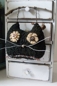 PrimiTive Folkart Scary Cat Hooked Rug by BeaconHillCollect