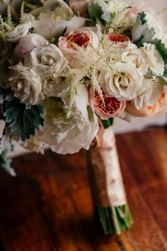 Another shot of this pretty- taken by Popography and designed by @brideandblossom
