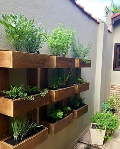 30 Rustic Small Backyard Design Ideas With Vertical Garden To Try Asap Small Backyard Design, Small Backyard Gardens, Garden Spaces, Small Gardens, Backyard Patio, Backyard Landscaping, Outdoor Gardens, Garden Walls, Small Garden Planting Ideas