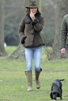 Princess Kate and her cocker spaniel pup, Lupo, in the Kensington Gardens. Have sneaking suspicion Darcy and Lupo would be great friends.