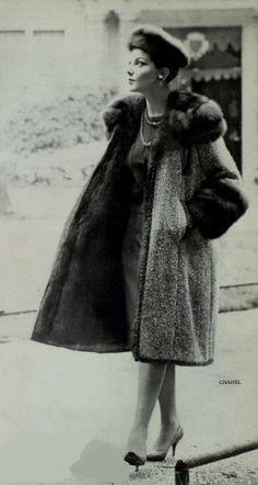1958 Chanel More Vintage Fur, Mode Vintage, Vintage Glamour, Vintage Chanel, 1950s Fashion, Vintage Fashion, Mademoiselle Coco Chanel, Coco Chanel Fashion, Chanel Style