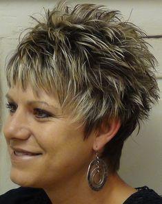 rövid frizurák 50 feletti nőknek - tüskés rövid frizura 50 felett