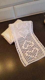 Paradisfrun Virkar: Fönsterremsa med hjärtan Filet Crochet, Knit Crochet, Crochet Carpet, Love Valentines, Crochet Flowers, Crochet Patterns, Diy Crafts, Knitting, Projects