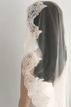 Full lace edge veil