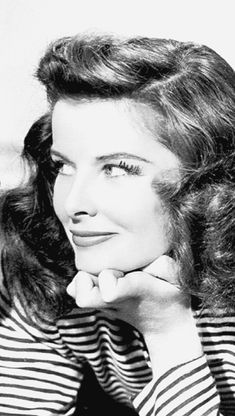 Laughing with the Stars, classic-hollywood-glam: Katharine Hepburn Old Hollywood Movies, Hollywood Icons, Hollywood Actor, Golden Age Of Hollywood, Vintage Hollywood, Classic Hollywood, Katharine Hepburn, Iconic Movies, Old Movies