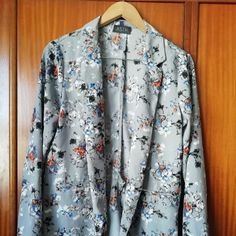 Marketplace for new and preloved fashion Save The Planet, Selling Online, Extra Money, Second Hand Clothes, Kimono Top, Blazer, Stuff To Buy, Shopping, Tops