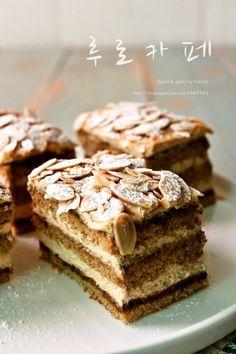 루로카페 (커피 케이크) : 네이버 블로그 Korean Bread Recipe, Köstliche Desserts, Delicious Desserts, Coffee Bread, Baking And Pastry, Biscuit Cookies, Rice Cakes, Food Plating, Cake Recipes