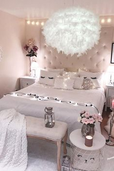 Dreamy Teen Bedroom Idea #roomforgirl #organization Need some teen bedroom ideas for girls? Check out different cheap and more expensive decorations styles: boho, vintage, modern, cozy, minimalist, etc. #homedecor #teenbedroom