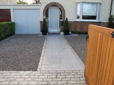 Mixed Granite - Paving, Setts and Chippings. Permeable Driveway, Stone Driveway, Gravel Driveway, Stone Walkway, Driveways, Walkways, Front Garden Ideas Driveway, Driveway Design, Path Design
