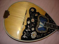 Αδελφοί Παναγη (Luthier: Panayi Brothers)  Owner: Mike Kutulas (bouzouki)
