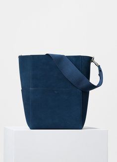 Seau Sangle Shoulder Bag with Double Stitching in Calfskin - セリーヌについて