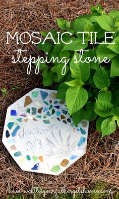 Mosaic Tile Stepping Stone for Mother's Day from Wait Til Your Father Gets Home #garden #MothersDay #gifts #handmade #kids #kidscrafts