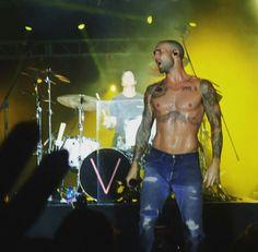 Private show in Mexico. Damn that sweat Okay so his hair is kinda sexy Shirtless Hunks, Hey Good Lookin, Adam Levine, Maroon 5, Change Is Good, Music Tv, Man Crush, Beautiful Boys, Star Fashion