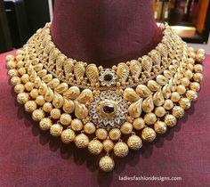Black And Gold Jewelry Info: 3302327500 Jewelry Design Earrings, Gold Jewellery Design, Necklace Designs, Gold Jewelry, Jewelery, Quartz Jewelry, India Jewelry, Handmade Jewellery, Unique Jewelry