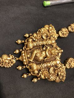 Gold Temple Jewellery, Gold Jewellery Design, India Jewelry, Antique Gold, Antique Jewelry, Gold Pendent, Indian Wedding Jewelry, Golden Jewelry, Manish