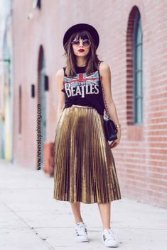 Midi skirt is quite a popular piece lately. That's why we've put together the most awesome midi skirt outfits with different outfit styles. Midi Skirt Outfit, Skirt Outfits, Casual Outfits, Pleated Skirt Outfit Casual, Dress And Sneakers Outfit, Dress Shoes, Shoes Heels, Metallic Pleated Skirt, Pleated Midi Skirt