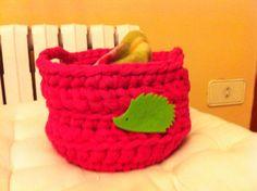 Cestita de ganchillo crochet con trapillo, para mi erizo. Ana Corberán
