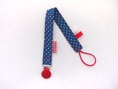Speenkoord helderblauw met stipjes - rode klem -Handmade by Francien www.handmadebyfrancien.nl