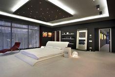 Bu yatak odasının asma tavan modeli ve oda aydınlatma tasarımı güzel olmuş. http://www.emlaksunar.com