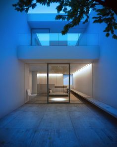 Entrance light pool: Courtyard Tetsuka House by John Pawson Daniel James Hatton Cabinet D Architecture, Minimal Architecture, Residential Architecture, Amazing Architecture, Contemporary Architecture, Interior Architecture, John Pawson Architect, Modern House Design, Land Scape
