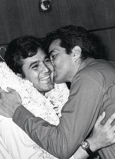 once-upon-a-time-in-bollywood: Rajesh Khanna and Dharmendra. Bollywood Stars, Bollywood News, Bollywood Actress, Rajesh Khanna, Twinkle Khanna, Film Icon, Bollywood Pictures, Vintage Bollywood, Young Actors