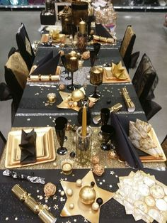 Elegant New Year's Eve Black And Gold Party Table. Party Table Decorations, New Years Decorations, Christmas Table Decorations, Retirement Party Decorations, Party Tables, Decoration Party, Deco Nouvel An, New Year Table, New Years Eve Table Setting