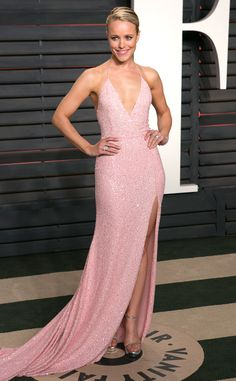 La vie en rose de Fashion Police Rachel McAdams est magnifique et délicieuse dans une robe à paillettes Naeem Khan à la soirée des Oscars de Vanity Fair.