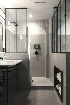 Idée décoration Salle de bain  verriere loft dans la salle de bain et carrelage mural gris