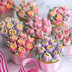 Cupcake Frosting Tips, Cake Icing, Frosting Recipes, Cupcake Cakes, Frosting Flowers, Fondant Flower Cupcakes, Hydrangea Cupcakes, Garden Cupcakes, Floral Cupcakes