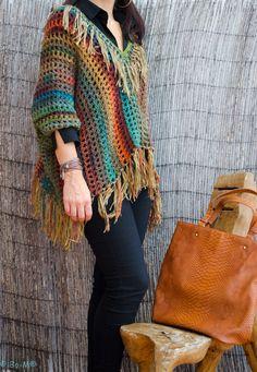 Feito à mão em crochet, aplicação de franjas com texturas diferentes  65
