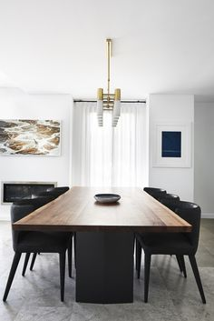 Real reno: Sophisticated teen bedroom stars in Sydney home - The Interiors Addict Dining Room Wall Decor, Table, Dining Room Design, Dining Nook, Dining Room Table Centerpieces, Dinning Room Design, Dining Room Walls, Modern Dining Room, Dining Table