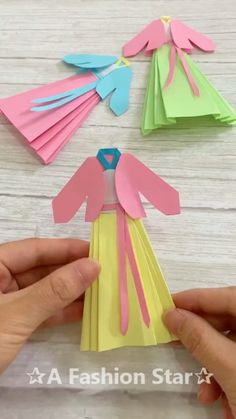 Origami DIY ✰A Fashion Star✰ - handicrafts for and with children -.- Origami DIY ✰A Fashion Star✰ – Basteln für und mit Kindern – NailiDeasTrends Origami DIY A Fashion Star crafts for and with children - Origami Diy, Origami Simple, Paper Crafts Origami, Paper Crafts For Kids, Diy Paper, Origami Dress, Moda Origami, Easy Origami For Kids, Paper Folding Crafts